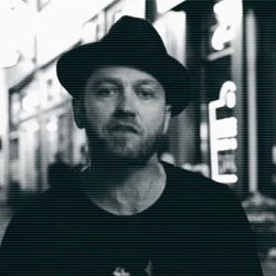 Music Friday: Cut Like Precious Diamonds, TobyMac Reflects the Sun in 'Lights Shine Bright'